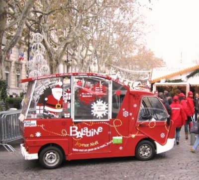 Baladine, one of Avignon's electric buses, at Christmas