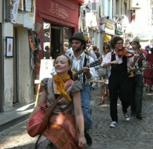 Avignon's rue des Teinturiers during the Off Theatre Festival
