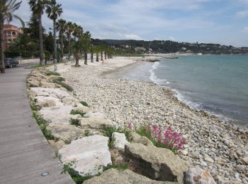 beach boardwalk bandol