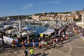Runners in the Marseille-Cassis race arrive in Cassis