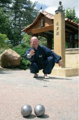 Maitre Kaisen, the Buddhist monk who plays petanque