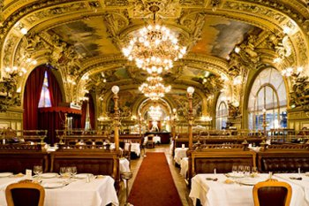 The dining roon of Le Train Bleu restaurant, Paris